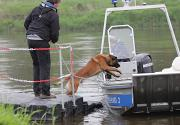 Taucher suchen nach Vermissten in der Weser